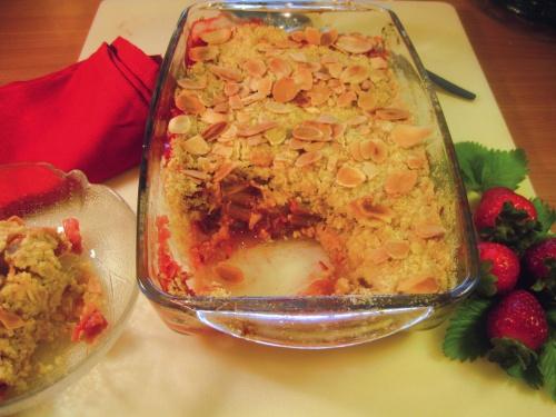 STRAWBERRY & RHUBARB CRUNCHY CRUMBLE recipe