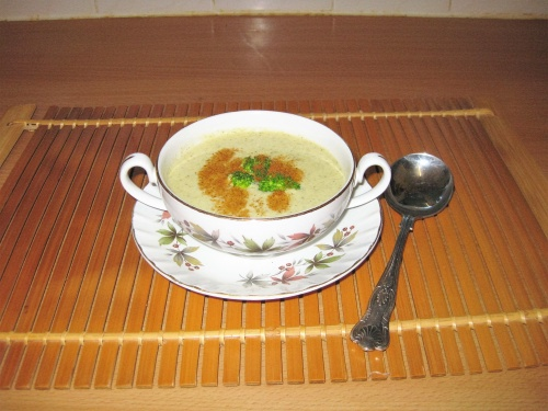 BROCCOLI AND CAMEMBERT SOUP
